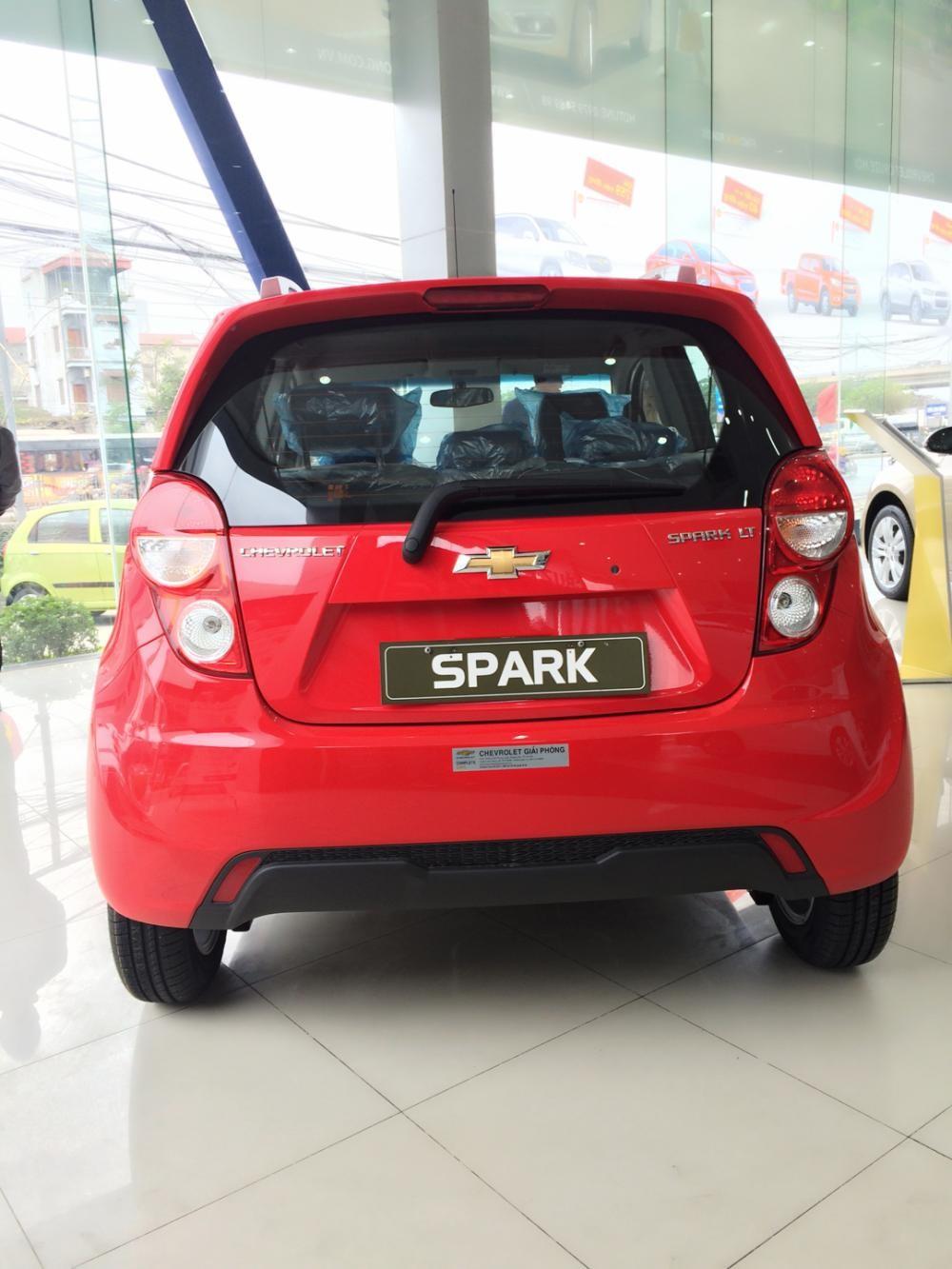 Chevrolet Spark LT phiên bản đủ màu đỏ giá tốt