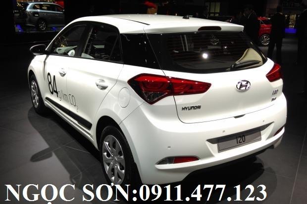 Cần bán Hyundai i20 Active đời 2017, màu trắng, nhập khẩu