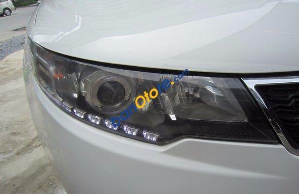 Cần bán xe Kia Forte SLI đời 2010, màu trắng