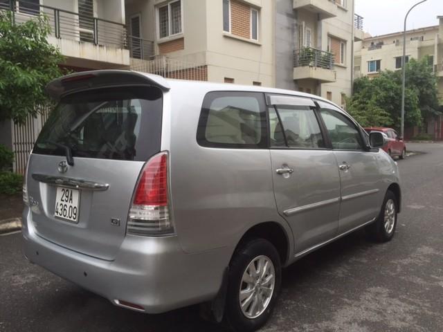 Cần bán gấp Toyota Innova G đời 2011, màu bạc, 485 triệu