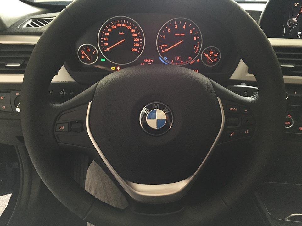Bán xe BMW 3 Series 2017, màu bạc, xe nhập - ưu đãi khủng