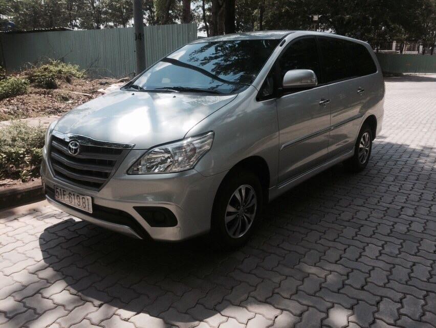 Bán Toyota Innova 2.0E 2016 cũ, màu bạc số sàn - 0972200536