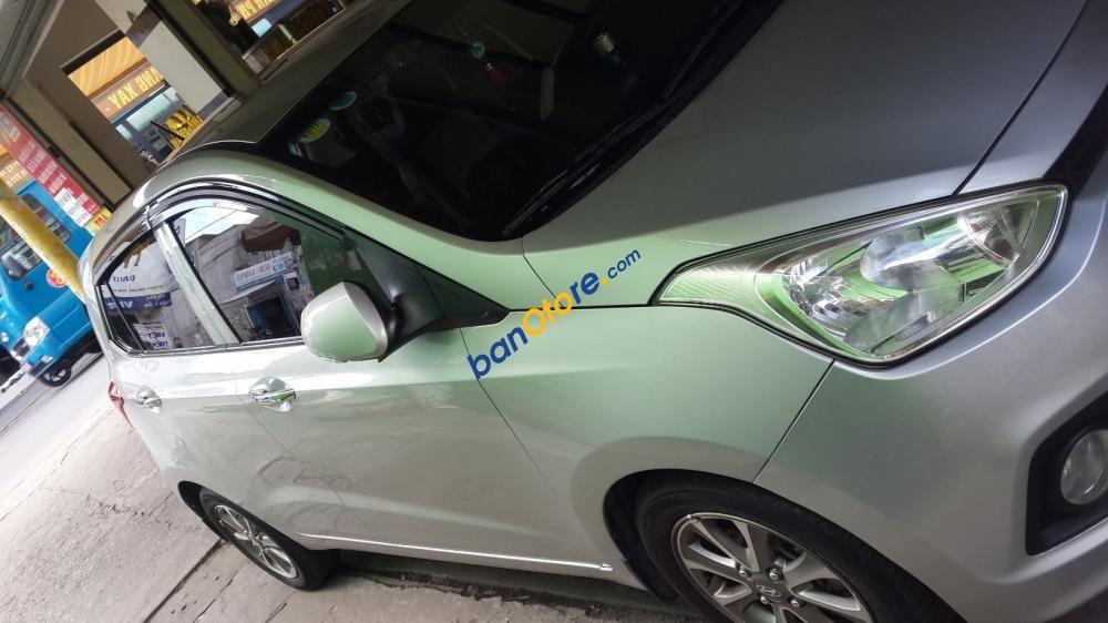 Cần bán gấp Hyundai i10 năm sản xuất 2014, màu bạc