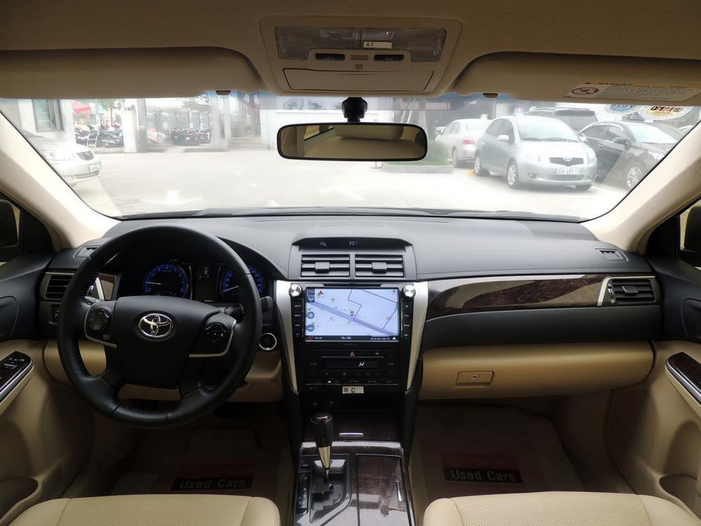 Toyota Cầu Diễn bán Camry 2.0 2015 màu đen