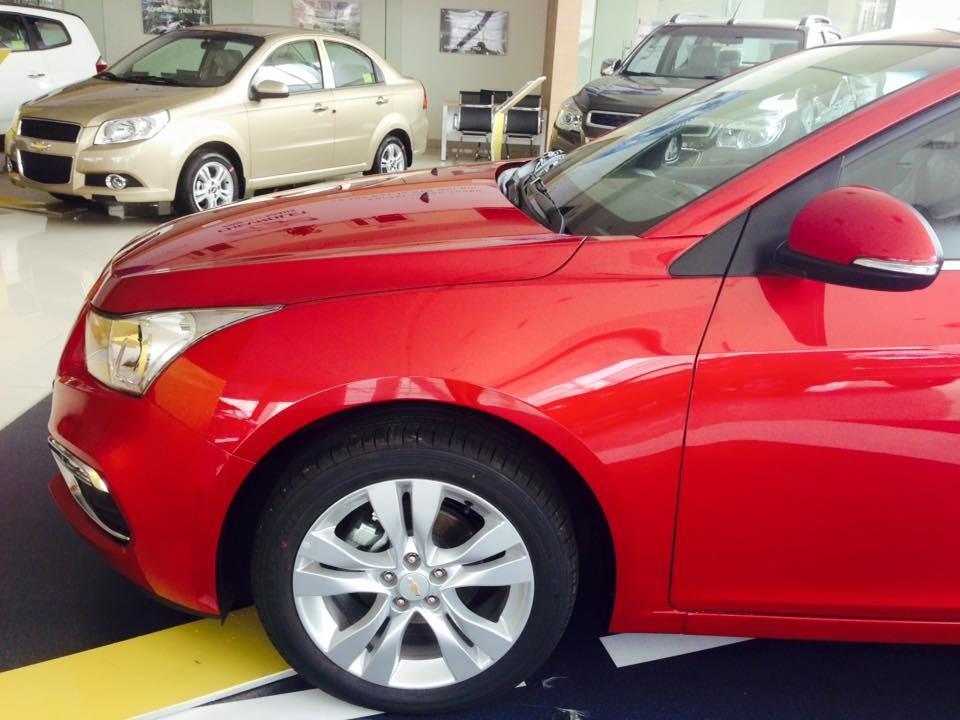 Cần bán Chevrolet Cruze LT đời 2017, màu đỏ, giá chỉ 589 triệu