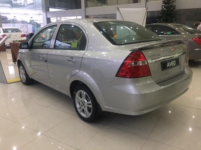 Cần bán xe Chevrolet Aveo AT 2016, màu bạc