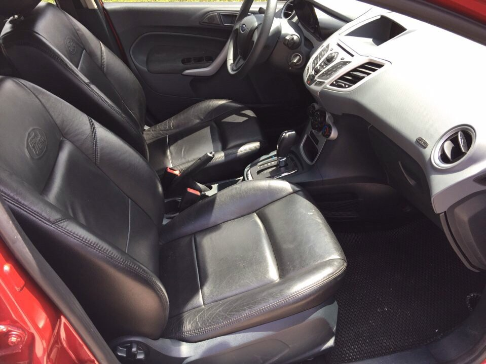 Xe Ford Fiesta 1.6L 2012, màu đỏ giá tốt nhất