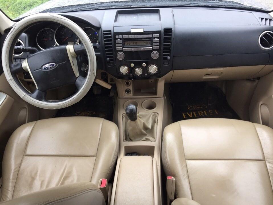 Cần bán Ford Everest MT 2014, màu xám