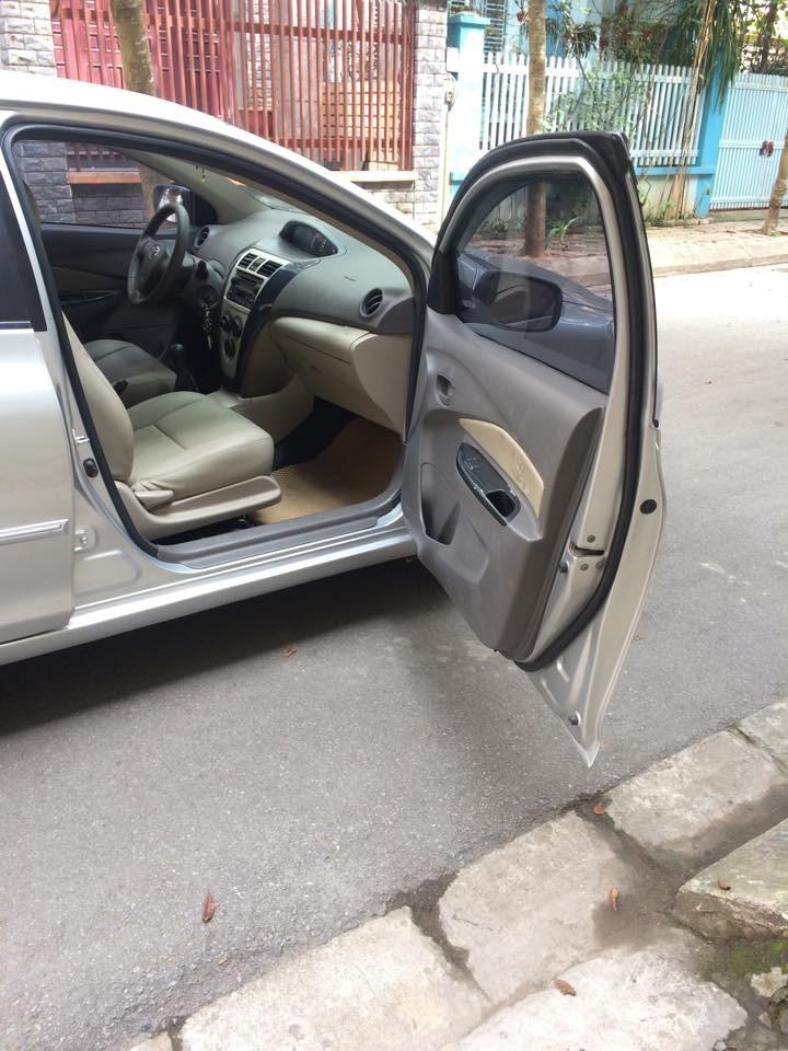 Cần bán xe Toyota Vios E 2010, màu bac, giá chỉ 360 triệu