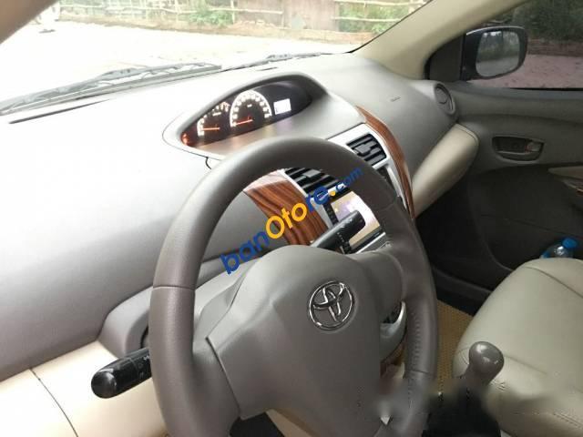 Cần bán Toyota Vios E sản xuất 2011, màu bạc chính chủ, giá tốt
