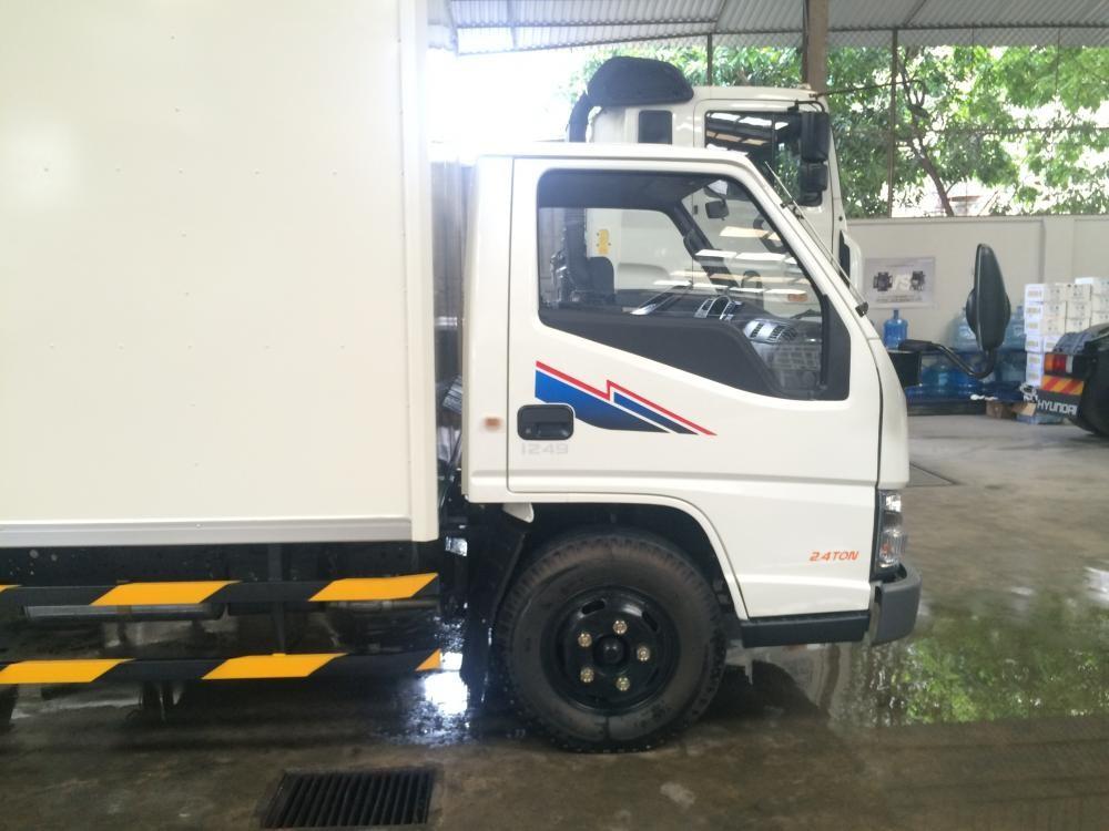 Bán xe tải Hyundai Iz49 tải trọng 2T4 vào thành phố khuyến mãi trả góp
