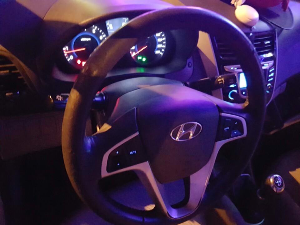 Cần bán gấp Hyundai Accent 2012, màu trắng, xe nhập, giá chỉ 445 triệu
