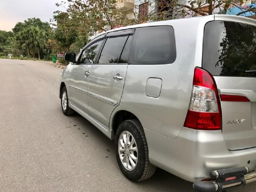 Gia đình Tôi cần bán chiếc xe INNOVA 2.0E mầu Bạc đời 2015 số sàn chính tên, đúng chủ bán.