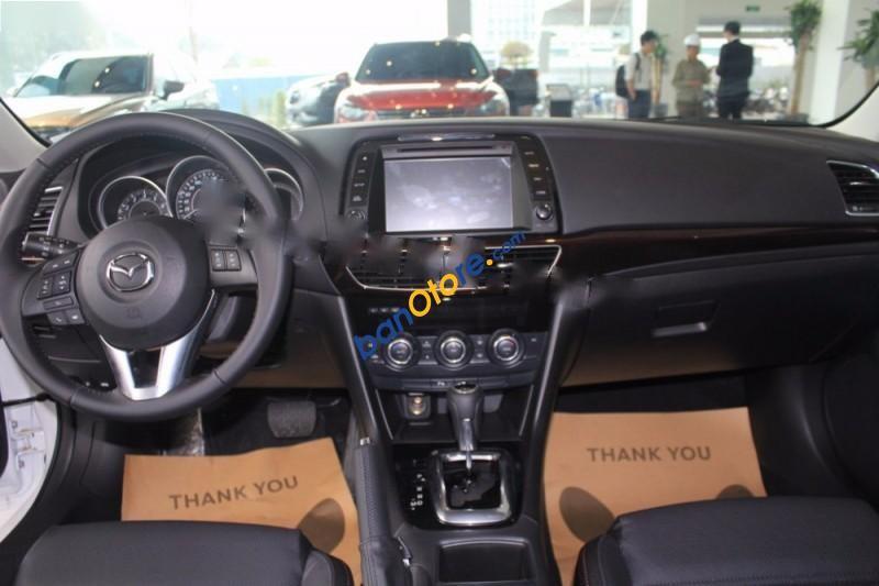 Cần bán Mazda 6 2.5 AT đời 2016, màu trắng