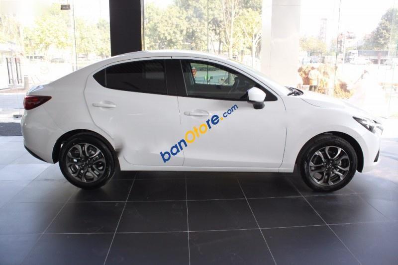 Bán xe Mazda 2 1.5AT năm 2016, màu trắng