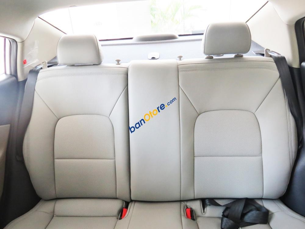 Cần bán xe Kia Rio sản xuất 2017, màu trắng