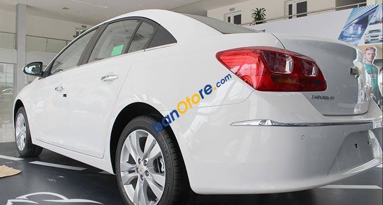 Cần bán Chevrolet Cruze LTZ 1.8L sản xuất 2017, màu trắng, giá 699tr