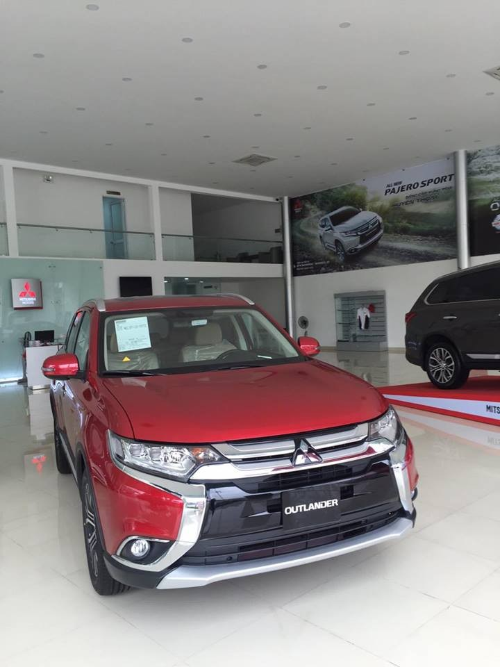 Bán Mitsubishi Outlander 2018, màu đỏ, lợi xăng 7L/100km, giá tốt nhất khu vực, cho vay 80%. LH: 0905.91.01.99