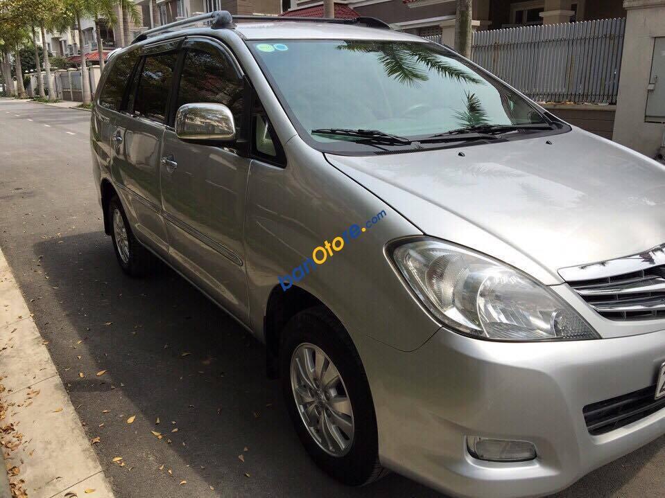 Cần bán xe Toyota Innova G năm 2008, màu bạc xe gia đình