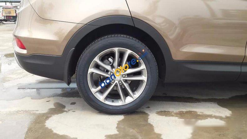 Bán ô tô Hyundai Santa Fe sản xuất 2017, màu nâu