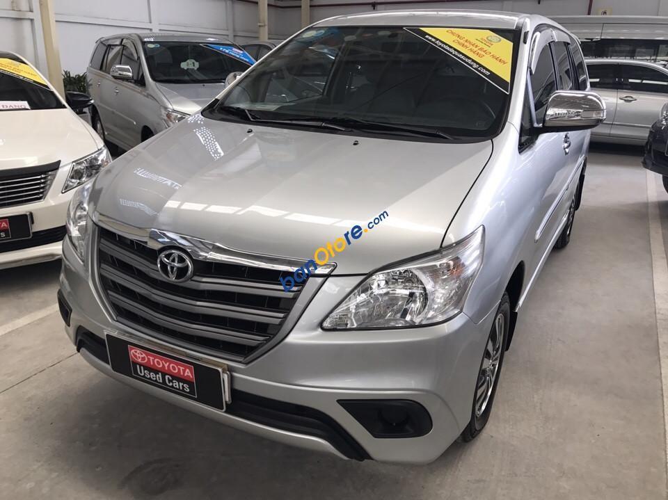 Cần bán xe Toyota Innova E năm 2016, màu bạc, giá 780tr