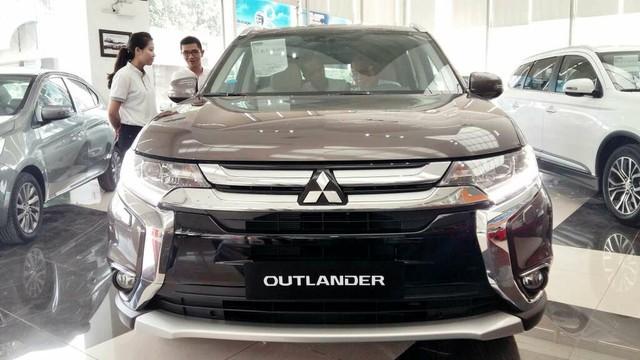 Bán Mitsubishi Outlander sản xuất 2018, màu nâu, lợi xăng, cho góp đến 80%, lãi suất thấp