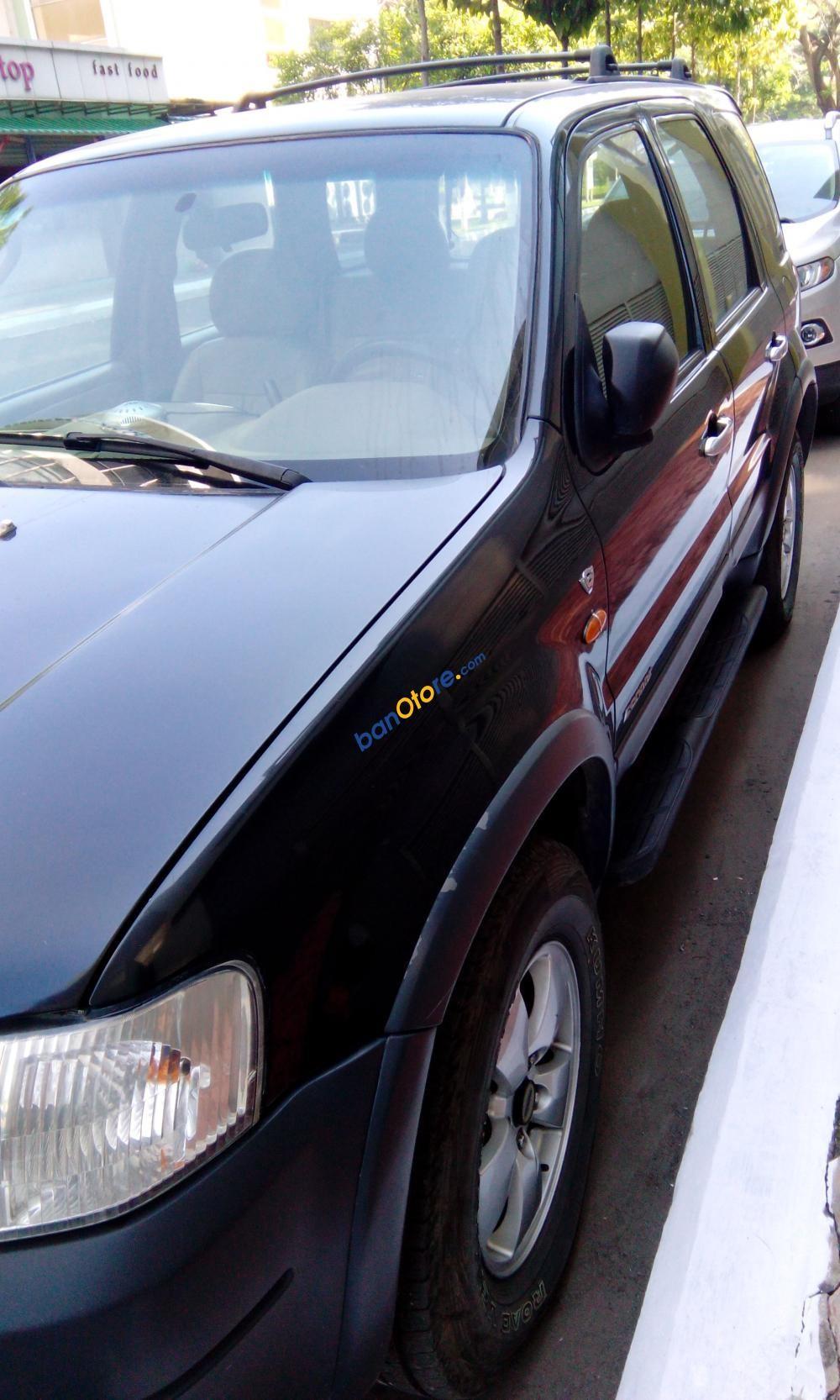 Bán Ford Escape XLT năm 2002, màu đen, xe gia đình