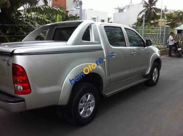 Cần bán xe Toyota Hilux năm sản xuất 2009, màu bạc, nhập khẩu Thái Lan