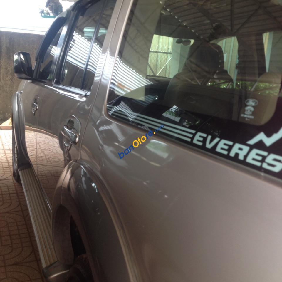 Bán Ford Everest MT sản xuất 2009, màu bạc, nhập khẩu nguyên chiếc