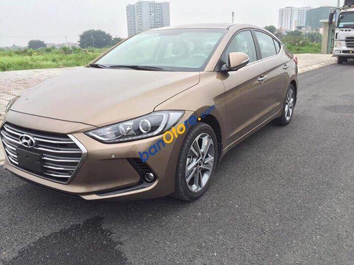 Cần bán Hyundai Elantra sản xuất 2017, màu nâu, giá chỉ 579 triệu