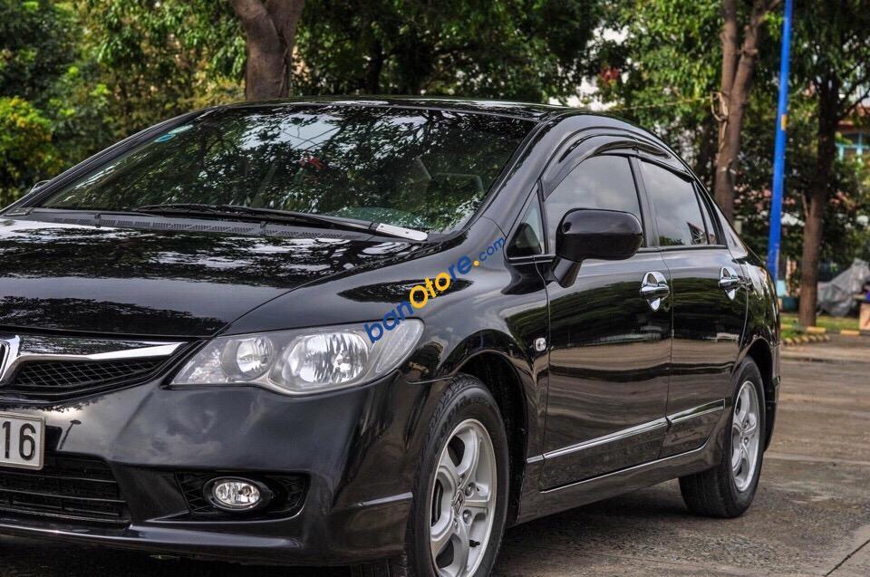 Cần bán xe Honda Civic 1.8AT sản xuất năm 2011, màu đen, số tự động, giá tốt