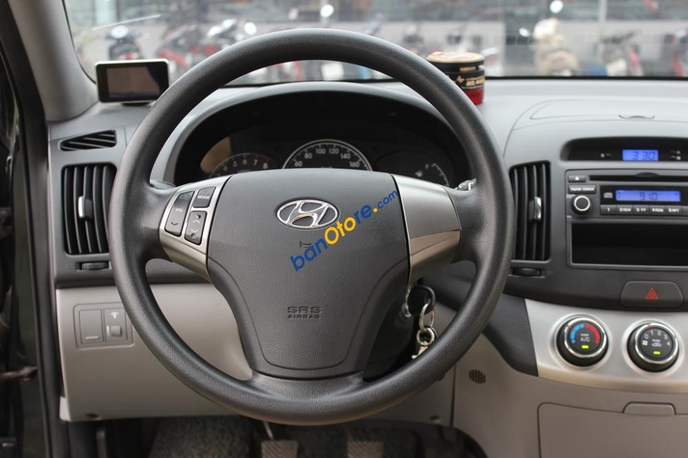 Bán xe Hyundai Accent 1.6MT năm 2012, màu đen số sàn