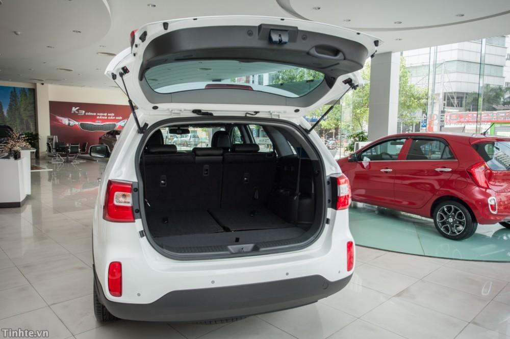 Bán ô tô Kia Sorento 2.4 GAT sản xuất 2018, màu vàng, tặng GPS + film cách nhiệt + BHVC 2 chiều