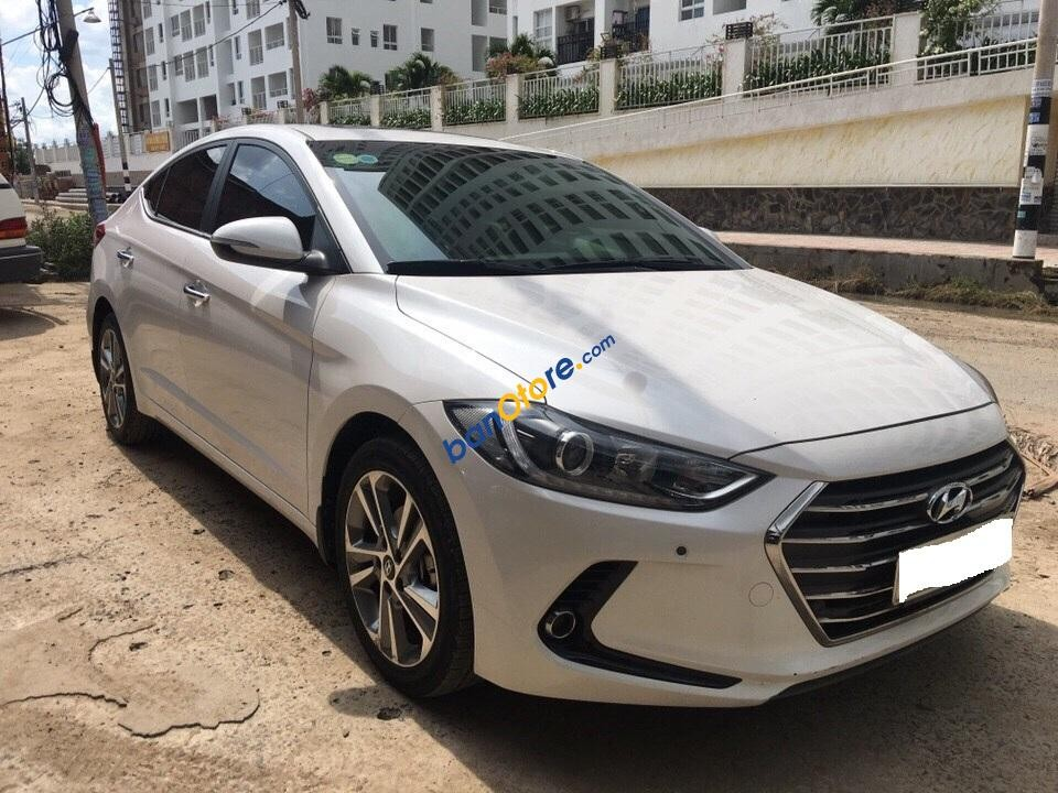 Xe Hyundai Elantra GLS sản xuất 2016, màu trắng như mới, giá 695tr