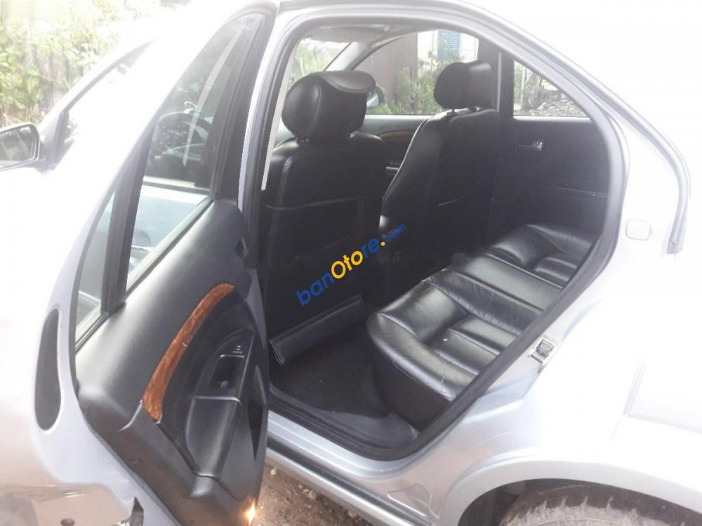 Xe Ford Mondeo 2.5 V6 năm sản xuất 2003, màu bạc, xe nhập