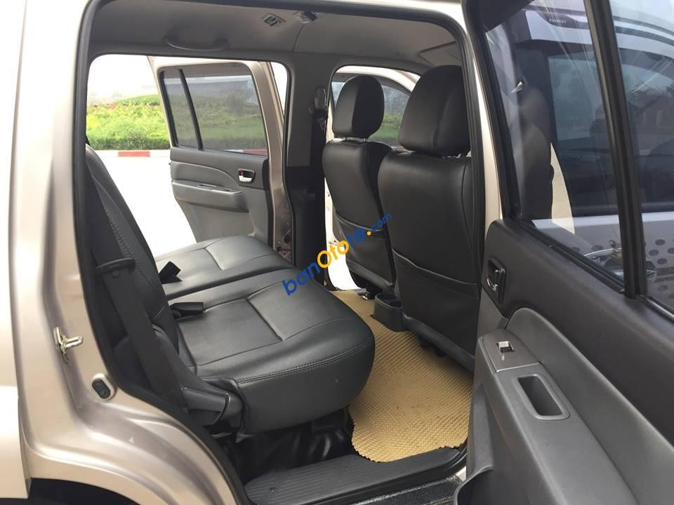 Cần bán lại xe Ford Everest 4X2WD MT sản xuất 2013, màu hồng