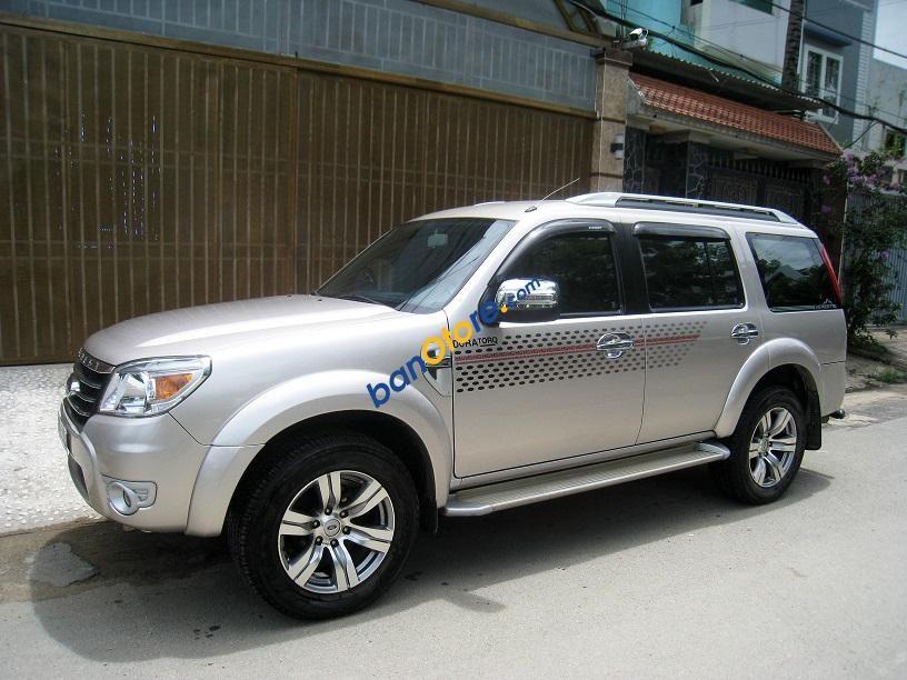 Bán Ford Everest Limited sản xuất năm 2013, màu hồng
