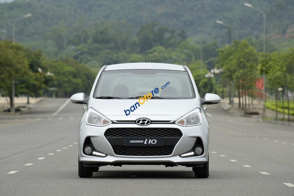 Bán ô tô Hyundai Grand i10 sản xuất 2017, màu bạc, giá 315tr
