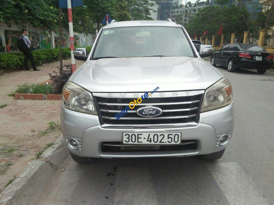 Cần bán Ford Everest MT sản xuất năm 2009, màu bạc số sàn