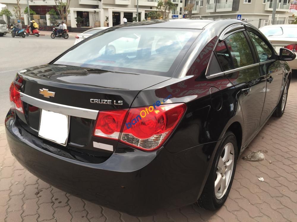 Bán Chevrolet Cruze LS năm 2010, màu đen