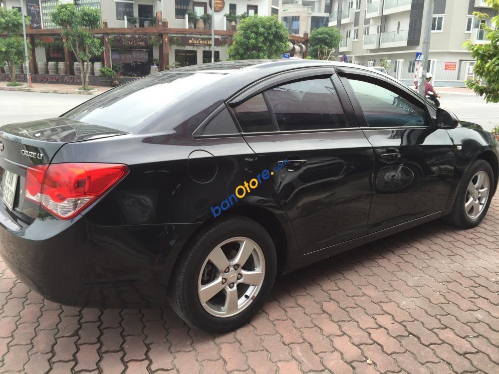 Cần bán gấp Chevrolet Cruze LS năm 2011, màu đen, 360tr