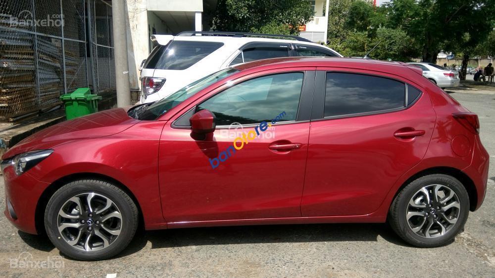 Bán Mazda 2 sản xuất năm 2016, màu đỏ như mới, 520 triệu