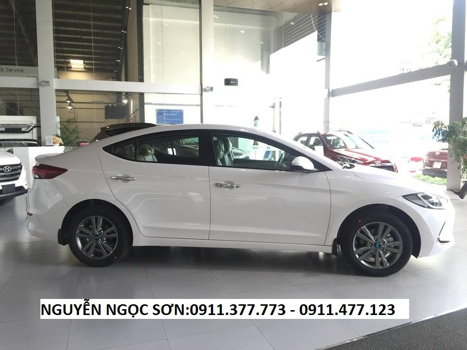 Giá Hyundai Elantra mới 2017, màu trắng, giá 575 triệu,khuyến mãi 20 triệu,LH Ngọc Sơn: 0911.377.773