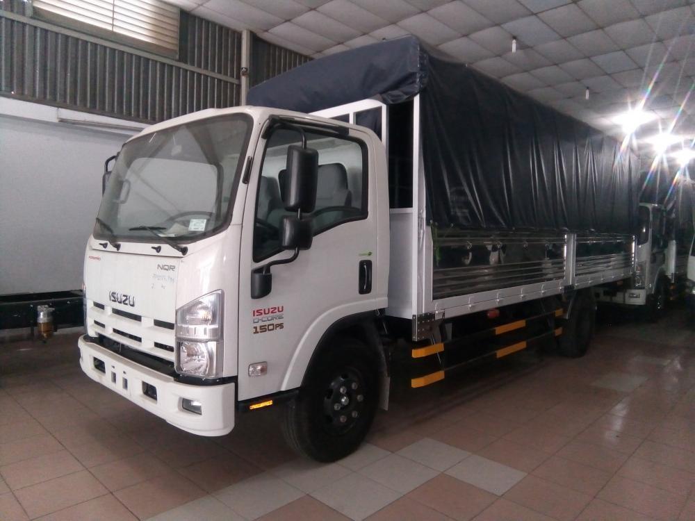 Isuzu NQR 75M 5.7 tấn, KM máy lạnh, 9 phiếu bảo dưỡng, radio MP3