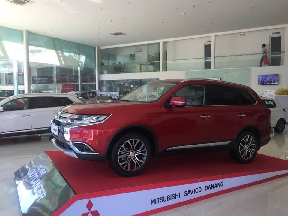 Bán xe Mitsubishi Outlander  2018, màu đỏ, giá rẻ, cho góp 90% ở HUẾ