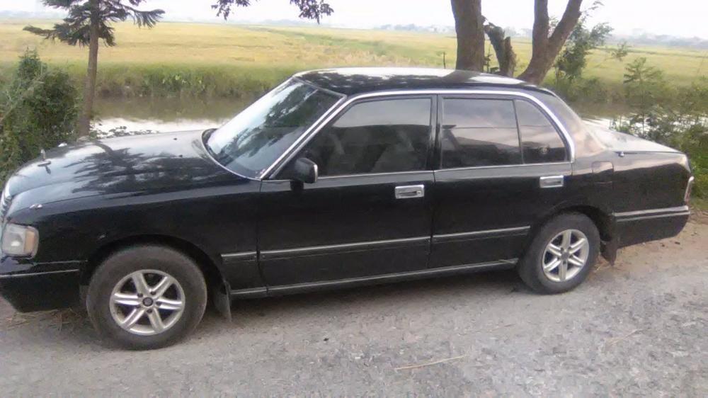 Bán ô tô Toyota Crown đời 1995, màu đen, nhập khẩu chính hãng, số sàn