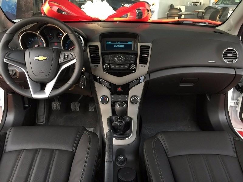 Bán Mazda 6 sản xuất 2017, màu trắng, nhập khẩu nguyên chiếc, 589 triệu