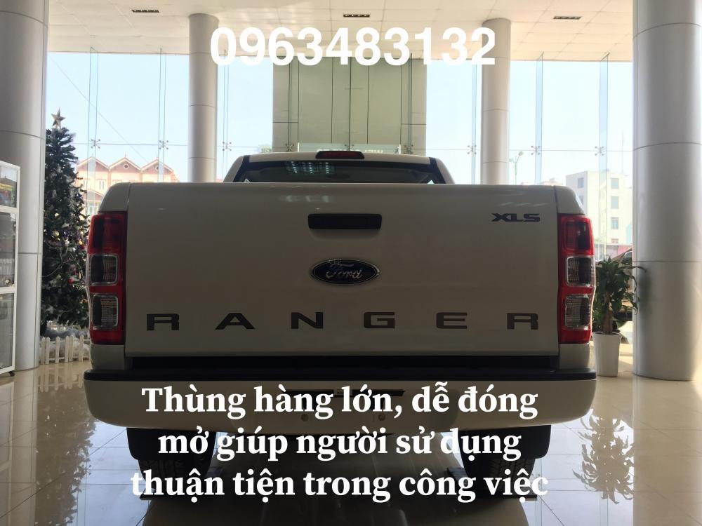 Mua xe Ford Ranger XLS 4x2 MT mới 100%, màu trắng, nhập khẩu nguyên chiếc, hỗ trợ trả góp hơn 80%