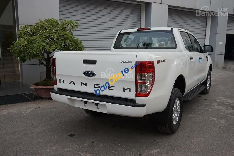 Cần bán xe Ford Ranger XLS MT năm 2017, màu trắng, nhập khẩu