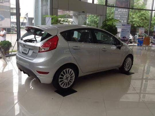 Bán xe Ford Fiesta 1.5 Sport 2018, màu bạc, mới 100%. L/H giá tốt 090.778.2222